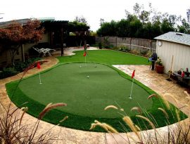 Putting green with a large chipping area