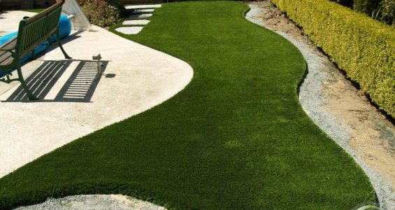 Synthetic grass around a swimming pool (after)