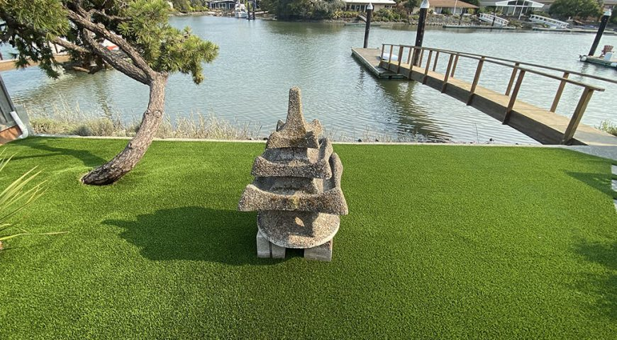 Enjoy your lake house with your family, pets, and an artificial lawn