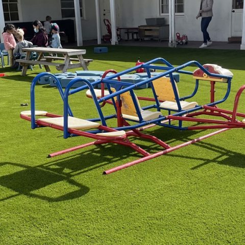 Playgrounds for children at school: the best synthetic grass